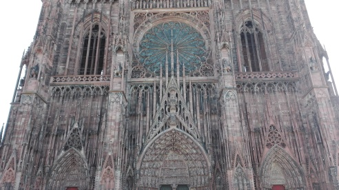 Strasbourg_Cathedral_entrance.jpg